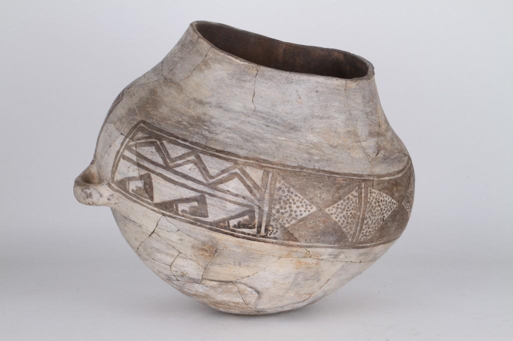 Anasazi black-on-white olla - 4