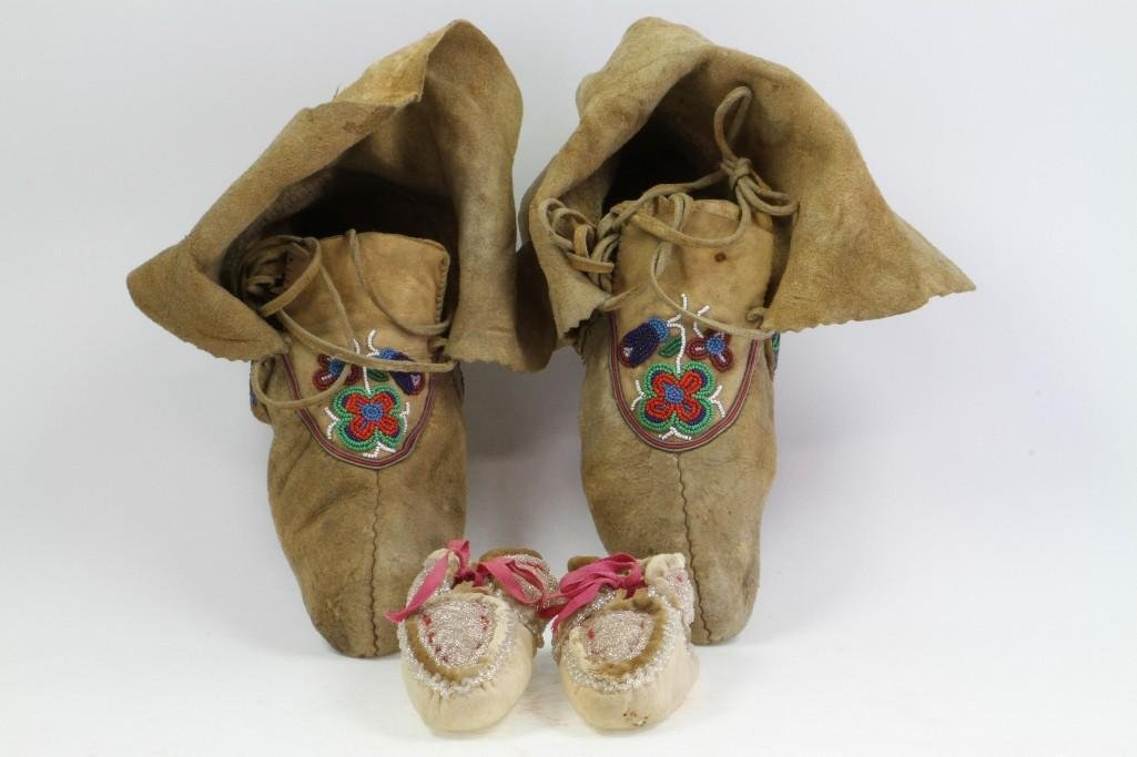 Two pairs of beaded moccasins - 4