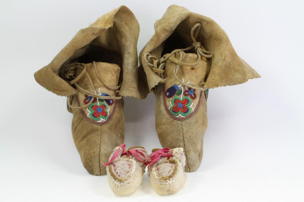 Two pairs of beaded moccasins - 5