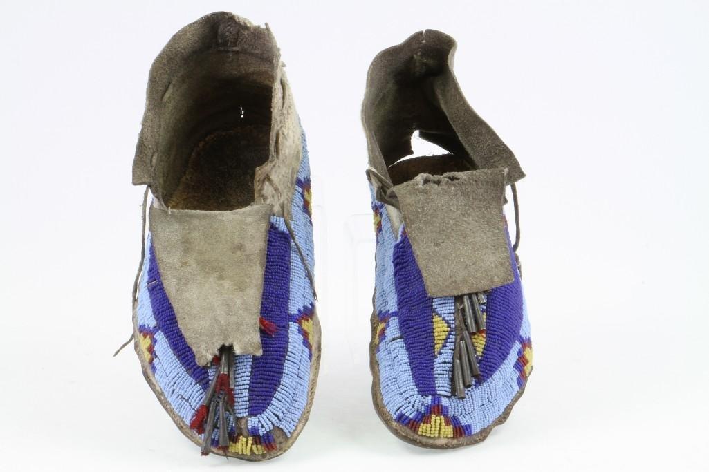 Pair of Cheyenne beaded moccasins - 2