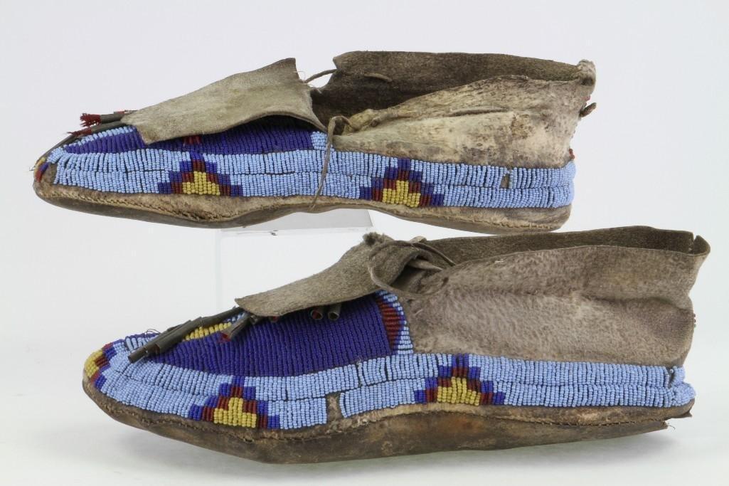 Pair of Cheyenne beaded moccasins - 3