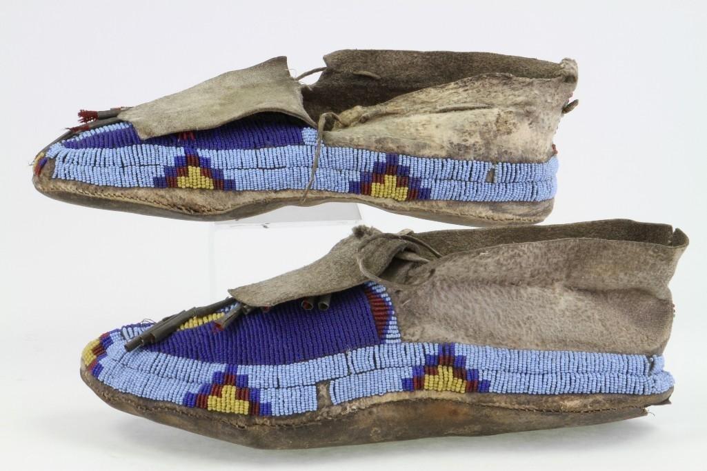 Pair of Cheyenne beaded moccasins - 4
