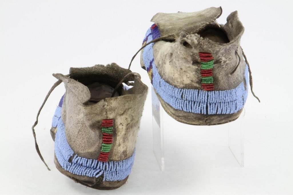 Pair of Cheyenne beaded moccasins - 5
