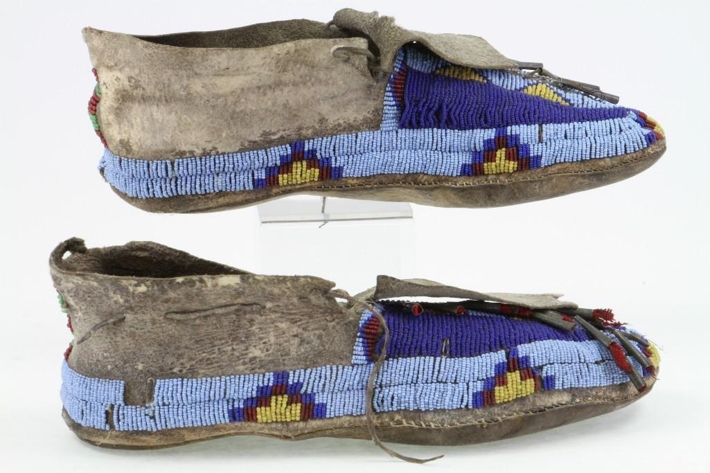 Pair of Cheyenne beaded moccasins - 6