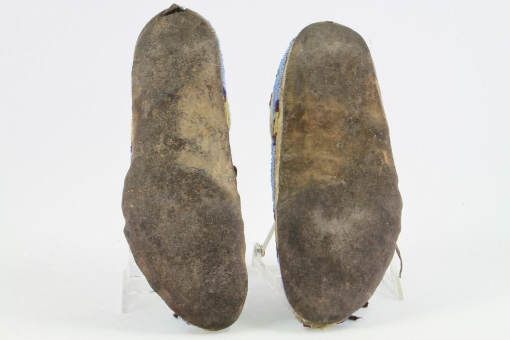 Pair of Cheyenne beaded moccasins - 7