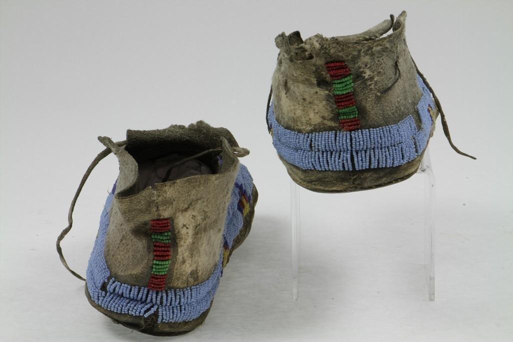 Pair of Cheyenne beaded moccasins - 8