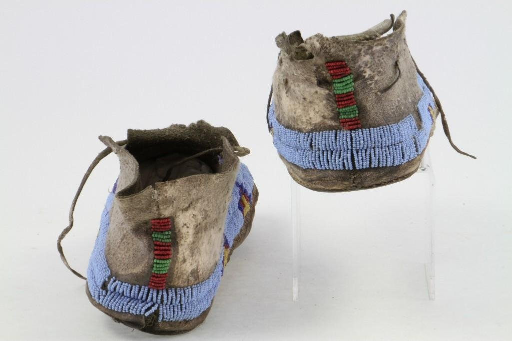 Pair of Cheyenne beaded moccasins - 9