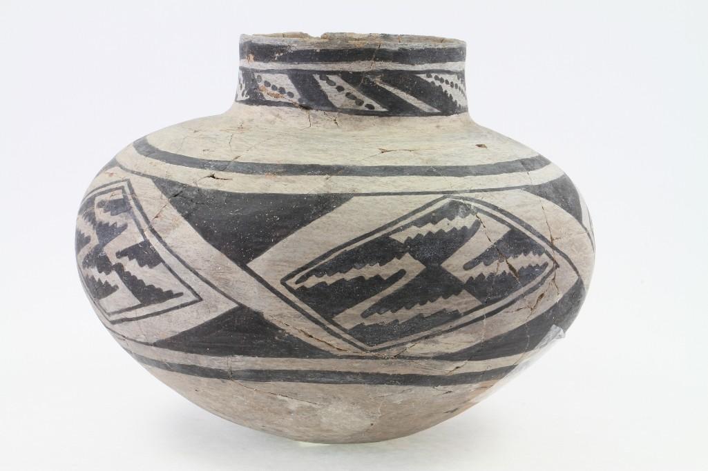 Anasazi black-on-white olla - 3