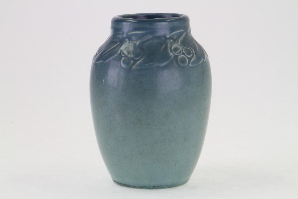 ROOKWOOD POTTERY MATT GLAZE VASE, 1920