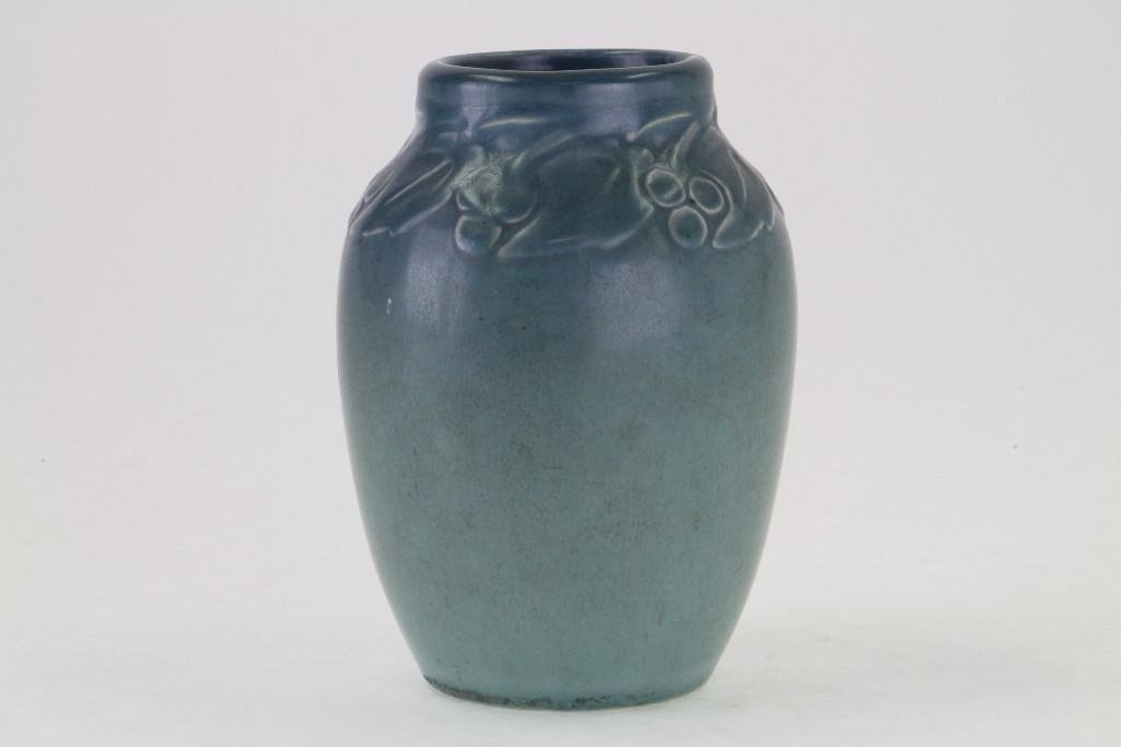 ROOKWOOD POTTERY MATT GLAZE VASE, 1920 - 3
