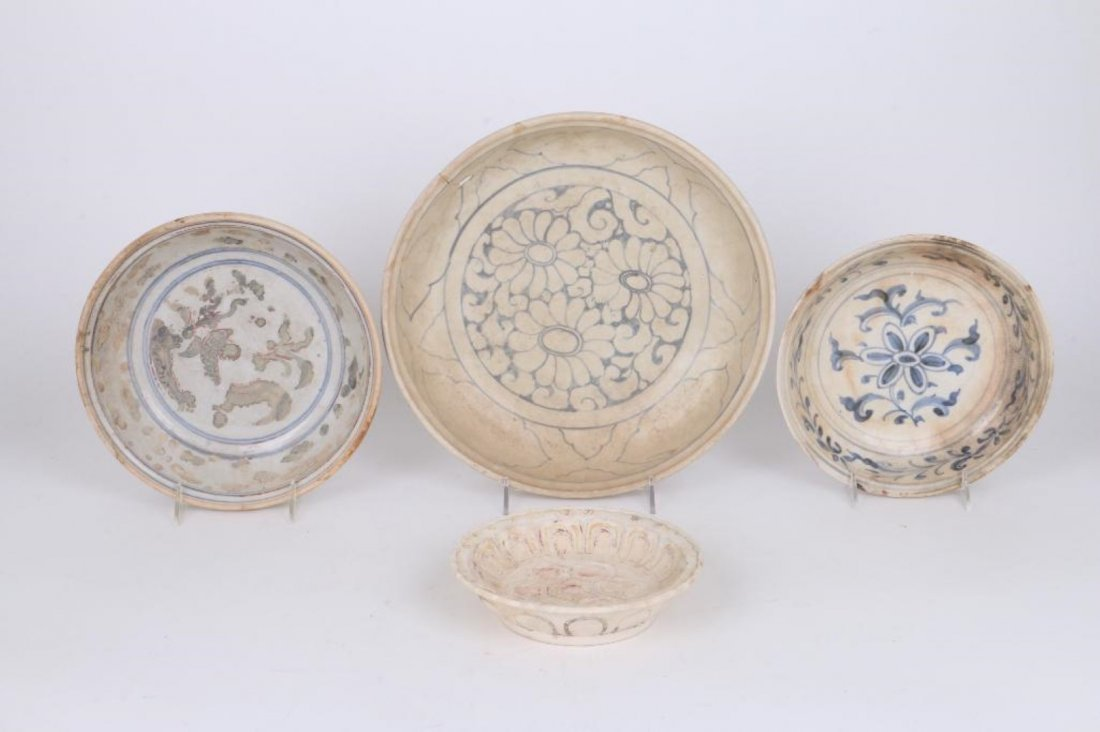 FOUR 15TH/16TH CENTURY ASIAN BLUE AND WHITE CERAMICS