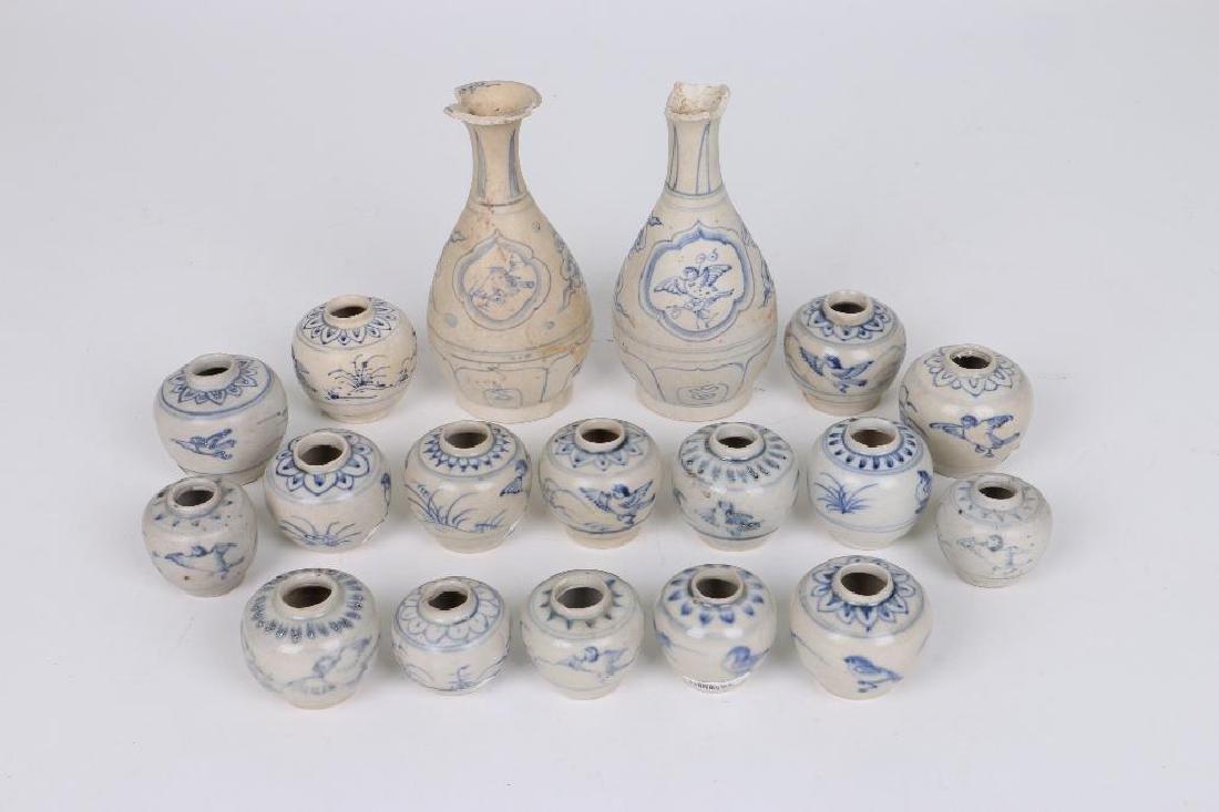 EIGHTEEN 15/16TH CENTURY ASIAN BLUE AND WHITE CERAMICS
