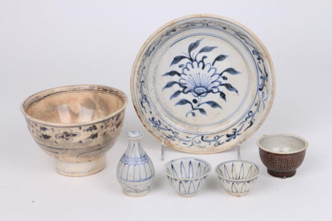 SIX 15TH/16TH CENTURY ASIAN BLUE AND WHITE CERAMICS