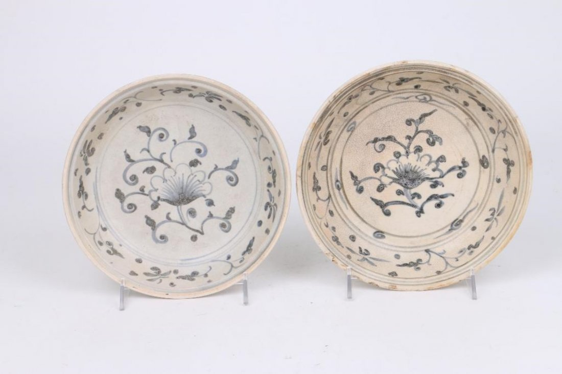 TWO 15/16TH CENTURY ASIAN BLUE AND WHITE SERVING DISHES