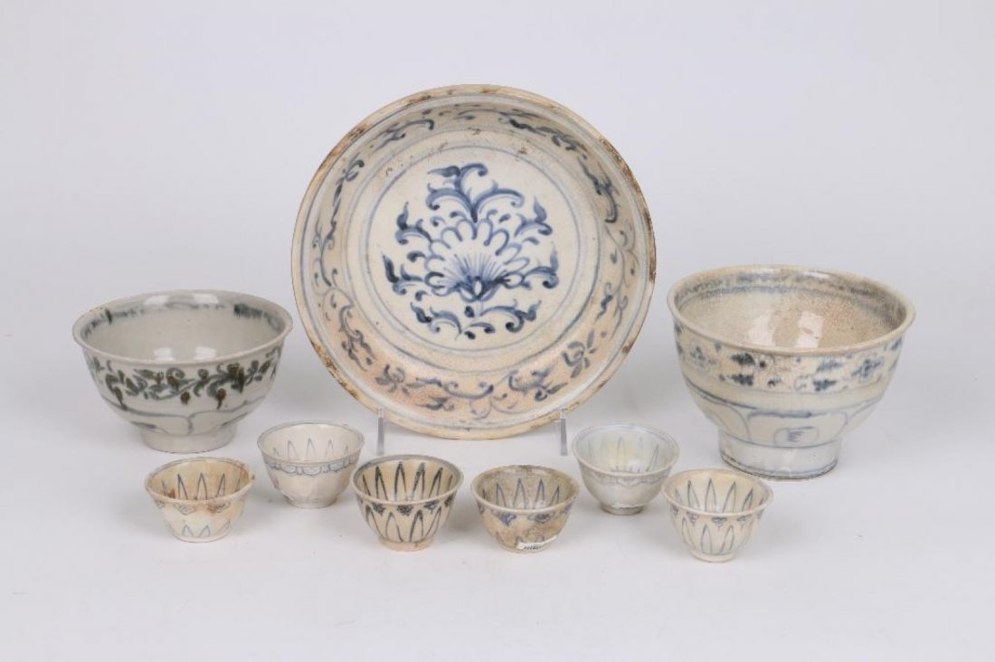 NINE 15TH/16TH CENTURY ASIAN BLUE AND WHITE CERAMICS