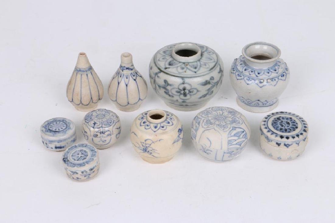 TEN 15TH/16TH CENTURY ASIAN BLUE AND WHITE CERAMICS