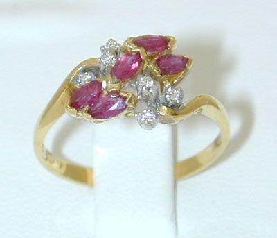 6501: 18K Gold Ring w/ Ruby/ Diamond