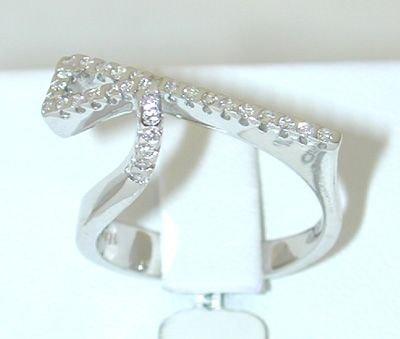 6505: 18KW Gold Diamond Ring