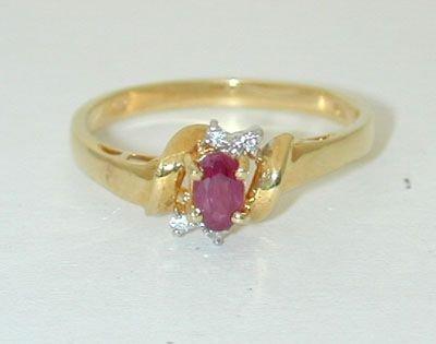 6507: 18K Gold Ring w/ Ruby/ Diamond