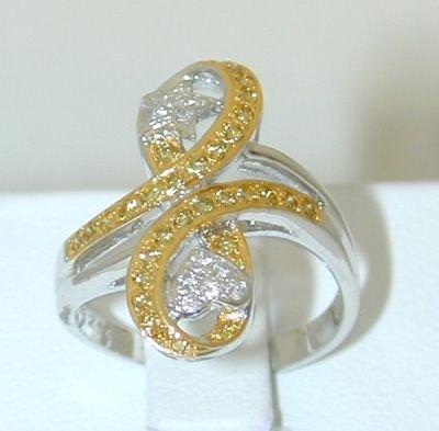 6517: 18KW Gold Ring w/ Fancy Yellow & White Diamond