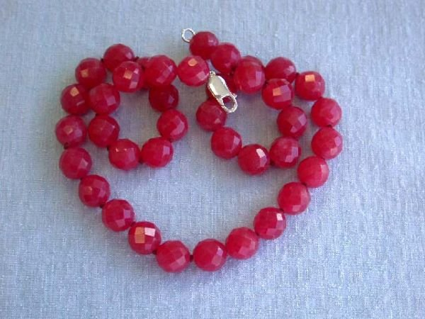 6513: Stunning Round Red Dyed Jade Beads Necklace