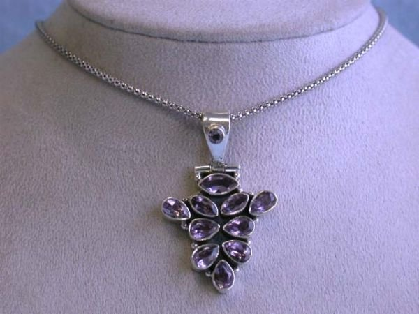 6519: Silver Necklace with Amethyst Pendant