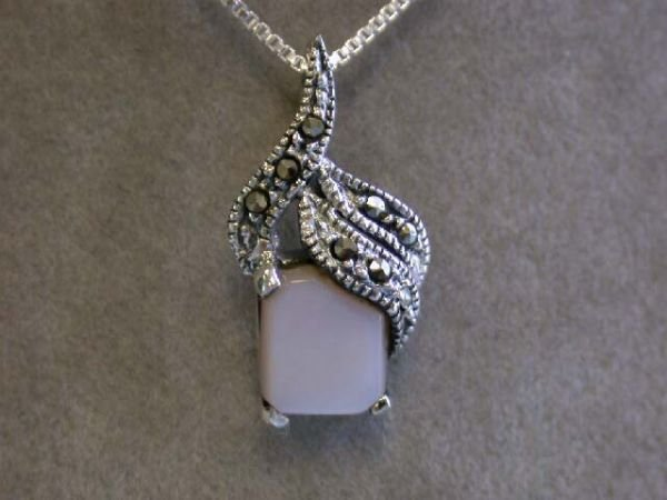 7013: Silver Necklace with Mother of Pearl Pendant