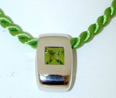 8004: CHAUMET PARIS 18K White Gold Peridot Necklace