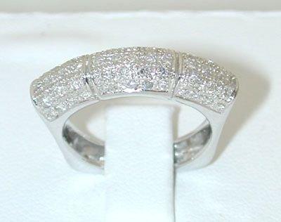 8005: 18KW Gold Ring w/ Diamond