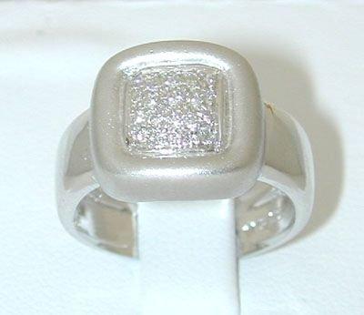 8007: 18KW Gold Ring w/ Diamond