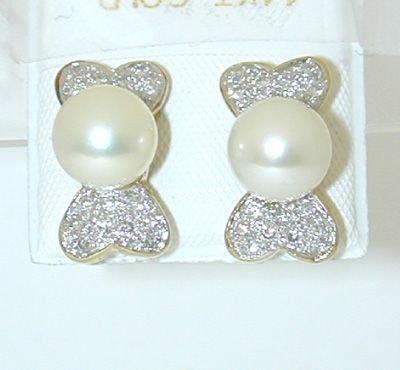 8008: 14K Gold Earring w/ Pearl/ Diamond