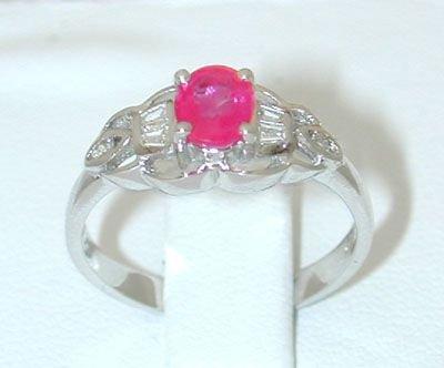 8011: 18KW Gold Ring w/ Ruby/ Diamond
