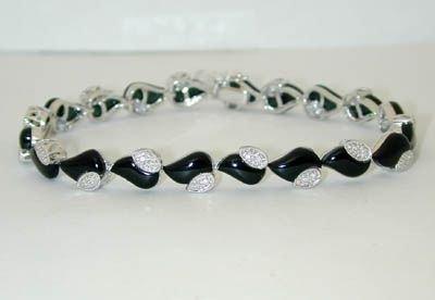 8024: 14K White Gold Onyx/Diamond Bracelet