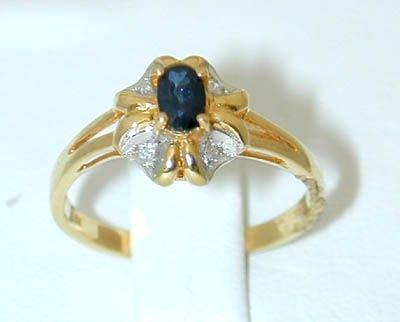 8025: 18K Gold Ring w/ Sapphire/ Diamond