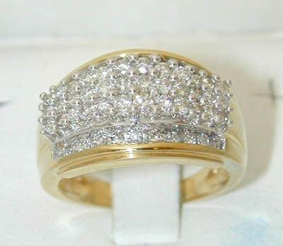 7511: 10K Gold Diamonds Ring