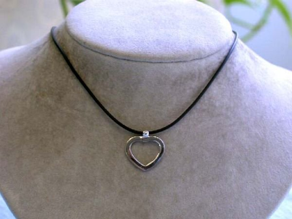 7523: Rubber Necklace with Matte Finished Heart Pendant