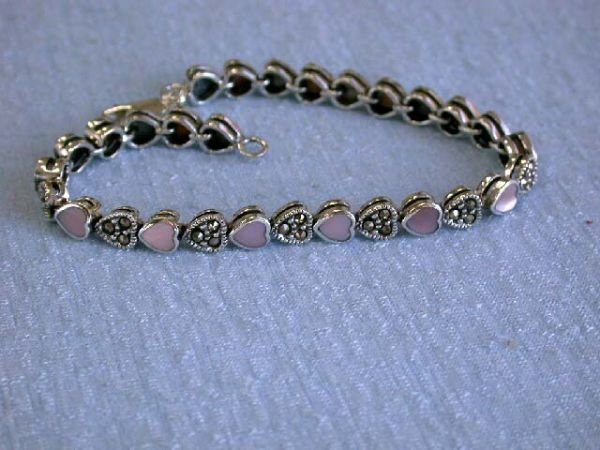 7539: Heart Designed Silver Bracelet with Mother of Pea