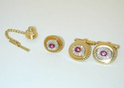 7806: 18K Gold Diamonds/Ruby Cufflinks/Tie pin set