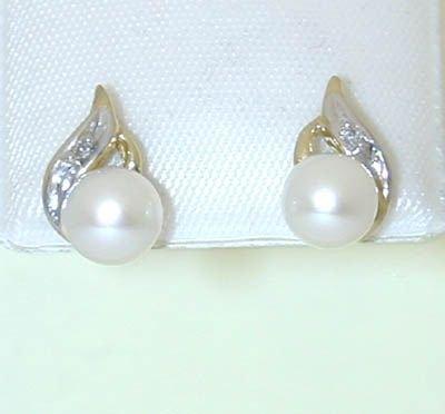 8502: 10k gold pearl earrings