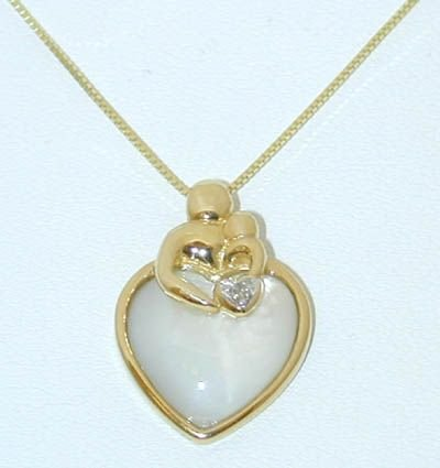 8516: 10K Gold Necklace w/Diamond/Mother Pearl Pendant