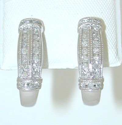 8520: 10K White Gold Diamonds Earrings