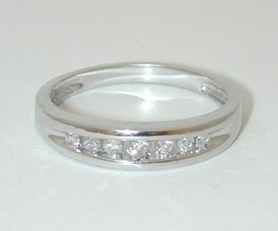8535: 10K White Gold Diamonds Ring