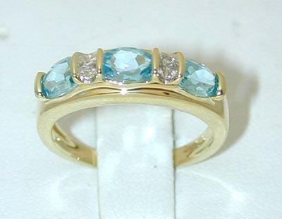 8537: 10K Gold Diamonds Ring w/Blue Topaz