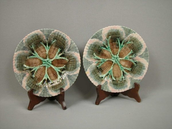 """7: Majolica ETRUSCAN pair of 8"""" shell and seaweed plate"""