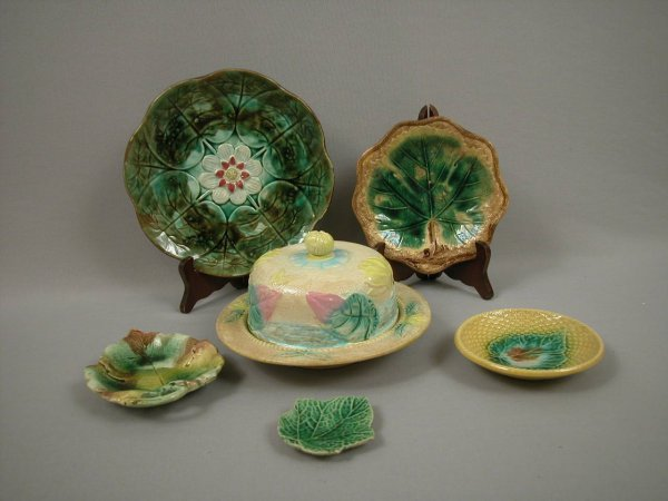 23: Majolica Majolica group of 6 items - water lily but