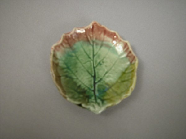405: Majolica Leaf shaped butter pat with green ground
