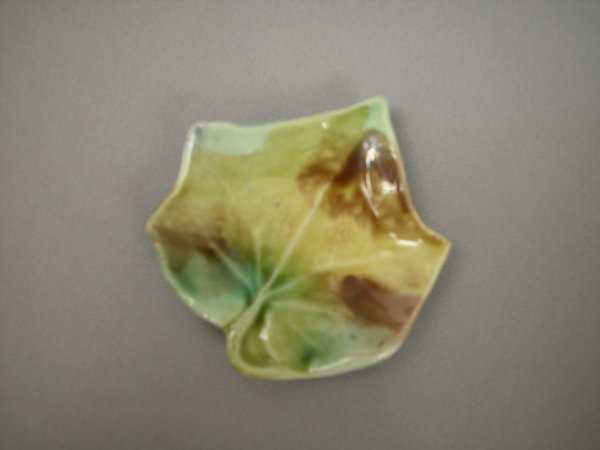 406: Majolica Leaf shaped butter pat with points, mottl