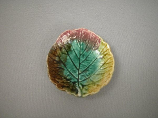 408: Majolica Leaf shaped butter pat with green center,