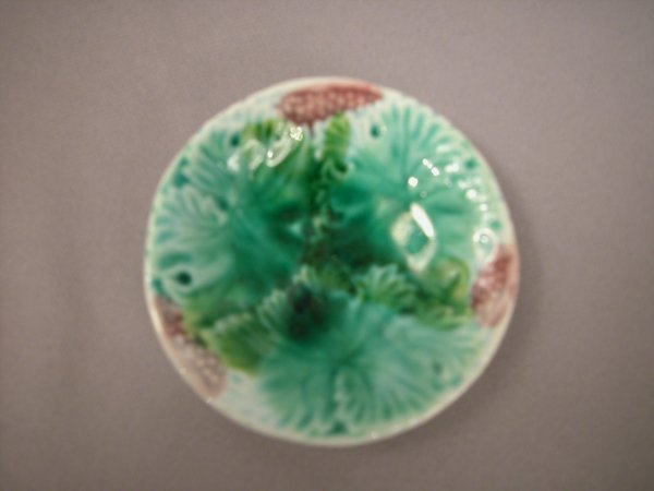 416: Majolica Continental overlapping leaf butter pat w