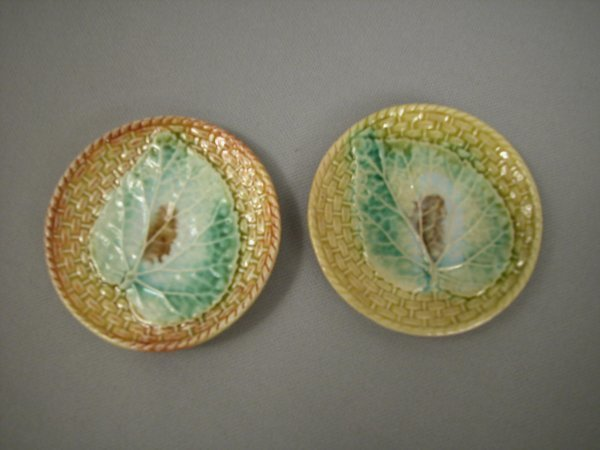 423: Majolica Pair of round basketweave butter pats wit